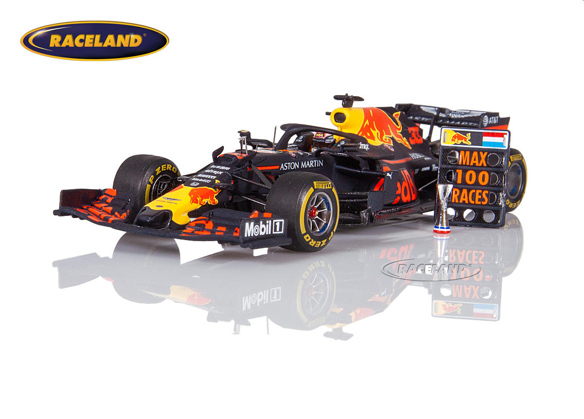 Aston Martin Red Bull TAG Heuer RB15 Honda F1 GP USA 2019 Max Verstappen mit Boxentafel Max 100 Races